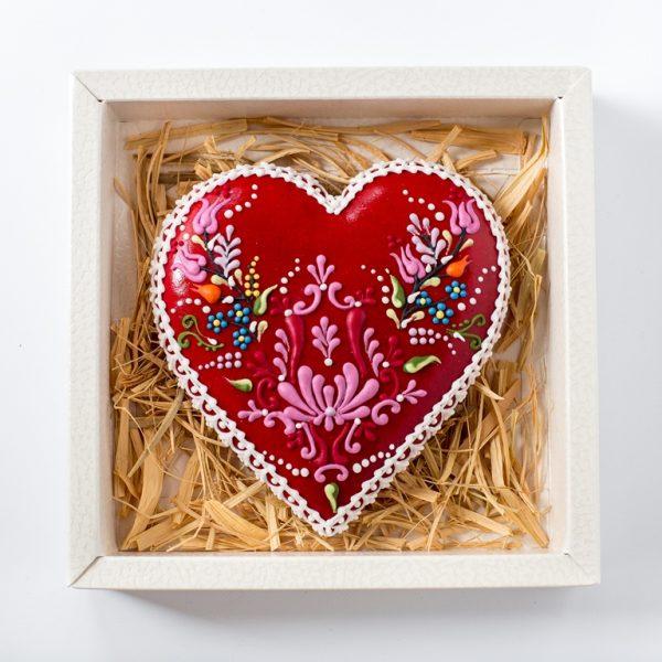 Mézeskalács szív piros alapon kalocsai motívummal