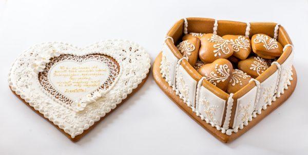 Nagy Mézeskalács ajándékdoboz szívecskékkel