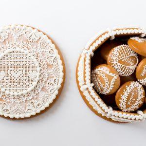 Natúr mézeskalács ajándékdoboz szívecskékkel